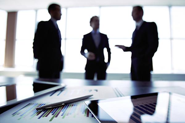 riunione tra dirigenti aziendali